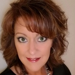 headshot for Lynn Peters